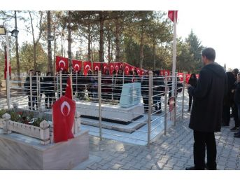 Kırşehirli Liselilerden Ömer Halisdemir'in Kabrine Ziyaret