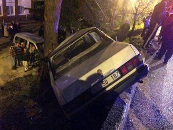 Zonguldak'ta Karşıya Geçmek İsteyen Gence Otomobil Çarptı: 2 Yaralı