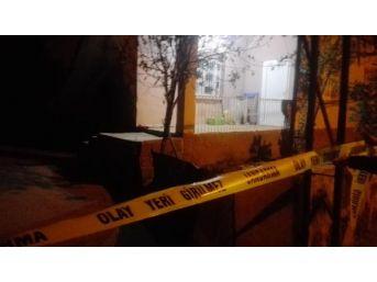 Polis Memuru, Kardeşi Ve Yengisini Öldürdü