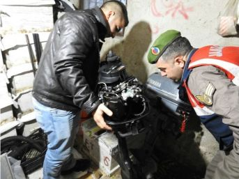 Akbük'ten Tekne Motoru Çalan Hırsızlar İzmir'de Yakalandı
