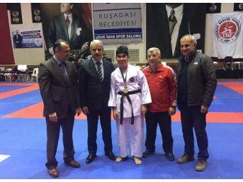 Karate Şampiyonası Açılışında Engelli Yiğit'ten Gösteri