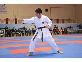 Türkiye Karate Şampiyonası Devam Ediyor