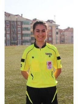 İlk Maçına Çıkan Bayan Futbol Hakeminin Hedefi Büyük