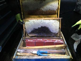 Bitlis'te Arı Kovanlarının İçinde Kaçak Sigara Ele Geçirildi