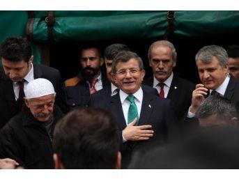 Ahmet Davutoğlu'nun Papağan İle Zor Anları