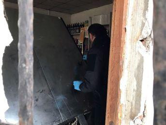 Büfeye Giren Hırsızlar 30 Bin Tl'lik Sigara Ve Alkol Çaldılar