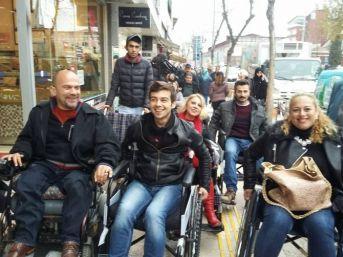 Tekerlekli Sandalyede Zorlu Mücadele