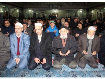 Sabah Namazında Halep İçin Dua Edildi