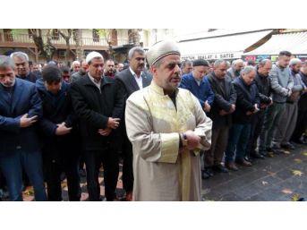Suriye'de Ölenler Için Gıyabı Cenaze Namazı Kılındı