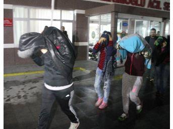 Konya'da Ahlak Polisi Hayat Kadınlarına Göz Açtırmıyor