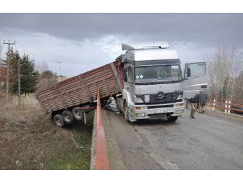 Konya'da İki Tır'ın Çarpıştığı Kaza Ucuz Atlatıldı