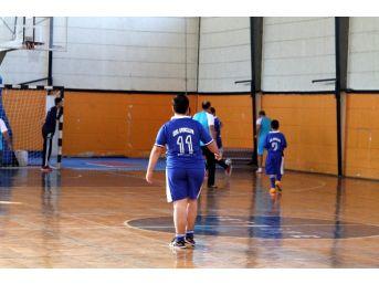 Fethiye'de Protokol Özel Sporcular İle Futsal Oynadı