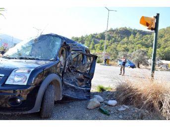 Göcek'te Kamyonla Otomobil Çarpıştı; 1 Yaralı