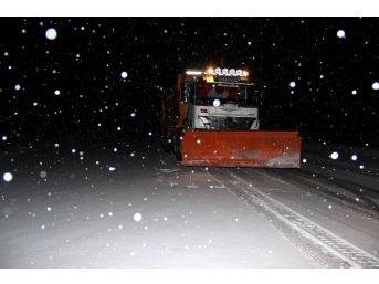 Nevşehir'de Karayolları Ekipleri Karla Mücadele Ediyor