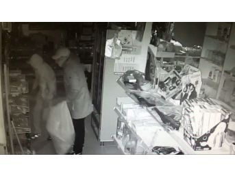 Kapüşonlu Hırsızlar Güvenlik Kamerasına Takıldı