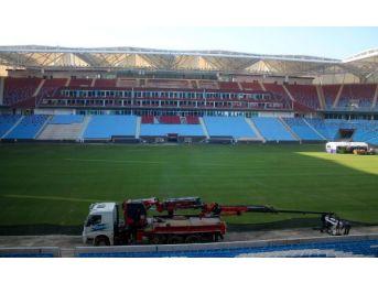 Trabzon'da Akyazı Stadı'Ndan 4 Projektör Çalındı