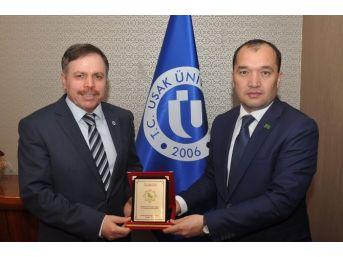 Türkmenistan İstanbul Başkonsolosu Uşak Üniversitesi'ni Ziyaret Etti