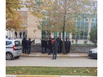 Adıyaman'da İki Grup Arasında Kavga: 2 Yaralı, 8 Gözaltı