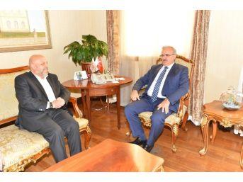 Hak-iş Genel Başkanı Arslan Vali Karaloğlu'nu Ziyaret Etti