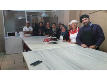 Didim'de Yeni Pastacı Çırakları Yetişiyor