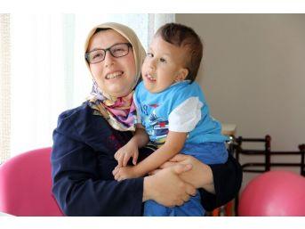 Doktorların 'yaşamaz' Dediği 5 Yaşındaki Yiğit 'anne-baba' Demeye Başladı