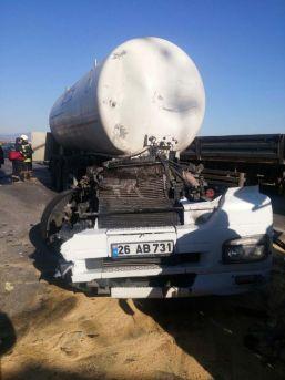 Tanker, Kırmızı Işıkta Bekleyen Araçlara Çarptı: 5 Yaralı