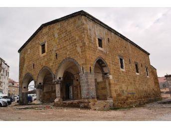 Restore Edilen Ermeni Kilisesi Kütüphane Oluyor...