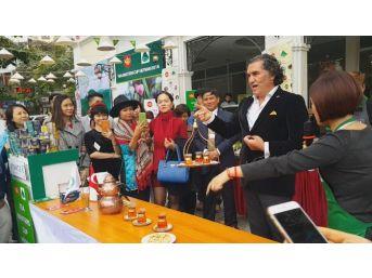 Vietnam'da Çay Tepsisi Salladı