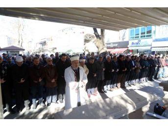 Halep'te Katledilen Siviller İçin Sakarya'da Gıyabi Cenaze Namazı Kılındı