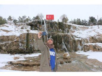 Sivas'ta Şelale Buz Tuttu
