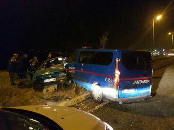 Jandarma Minibüsü İle Otomobil Çarpıştı: 7 Yaralı