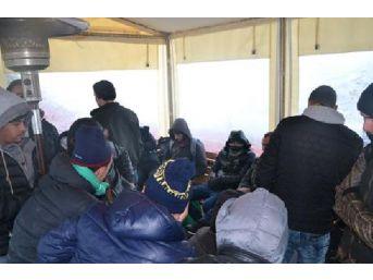 Türkiye Karasularında Son Bir Haftada 131 Düzensiz Göçmen Yakalandı