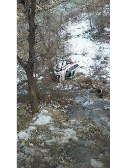 Ambulans Şarampole Yuvarlandı: 3 Yaralı