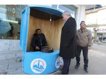 Bayburt Belediyesi Kestane Satıcılarının Yüzünü Güldürdü