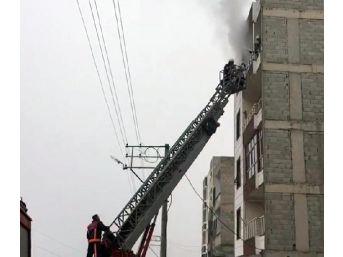 Şanlıurfa'da Yangında Mahsur Kalan 5 Kişi Kurtarıldı