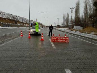 Sivas-malatya Karayolu Trafiğe Kapandı
