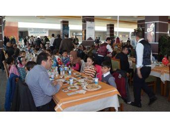 Askon Bitlis Şubesinden 100 Öğrenciye Giyim Ve Kırtasiye Yardımı