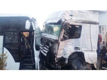 Ehliyetsiz Sürücü 3 Araca Çarpıp Lokantaya Daldı: 1 Ölü