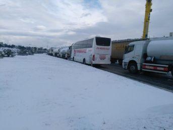 İzmir'de Ulaşıma Kar Engeli