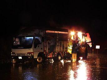 İzmir'in Ilçelerinde Yağmur, Yüksek Kesimleri Ise Kar Etkiledi