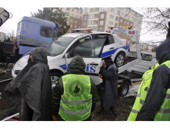 Seydişehir'de Hangar Çatısı Çöktü ,polis Araçları Altında Kaldı
