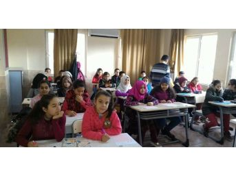 Mut'ta Öğrenci Ve Velilerin Okuma Yarışı