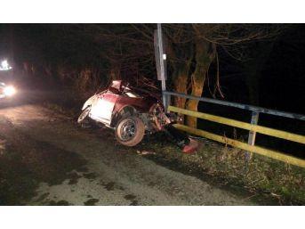 Otomobil Köprü Korkuluklarına Çarptı: 1 Ölü, 2 Yaralı