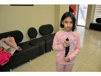 (özel Haber) 9 Yaşındaki Kız Saçlarını Kanser Hastalarına Bağışladı
