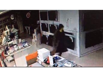 Mağazadan Televizyon Çalan Hırsızlar Kayıplara Karıştı