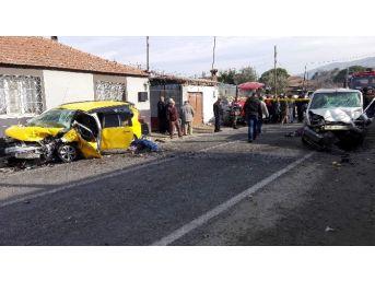 Koçarlı-söke Yolunda Feci Kaza; 2 Ölü 4 Yaralı