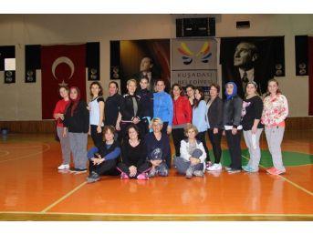Kuşadası Belediyespor Kadınlar İçin Spor Kursları Düzenliyor