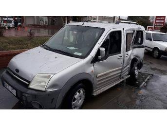 Söke'de Kaza Ucuz Atlatıldı; Yolcu Otobüsü, Otomobile Çarptı
