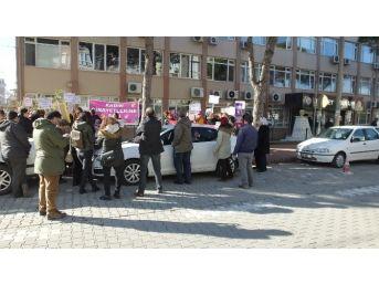 Burhaniye'deki Kadın Cinayeti Davası Ertelendi