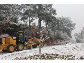 Edremit'te Kar Mücadelesi Devam Ediyor